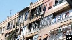 အစိုးရတပ္ ႏွင့္ တိုက္ပြဲျဖစ္ပြားရာ အယ္မာဇီ (Al-Mezze) အရပ္ရွိ တိုက္ခန္းအား ေတြ႔ရစဥ္။ မတ္လ ၁၉ ၂၀၁၂။