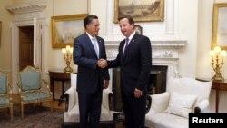 Ứng cử viên tổng thống của đảng Cộng hòa Mitt Romney gặp Thủ tướng Anh David Cameron tại London, ngày 26/7/2012
