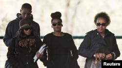 Des membres de la famille de Nelson Mandela arrivent à l'hôpital de Pretoria où il est traité, le 13 juin 2013.