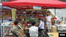 지난해 9월 북한 평양의 길거리 상점.