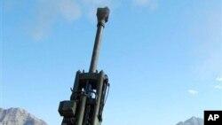 미국의 정밀 유도 무기인 '엑스칼리버'를 발사하는 155밀리미터 자주포. (자료사진)