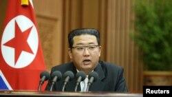 김정은 북한 국무위원장이 29일 평양 만수대의사당에서 열린 최고인민회의 제14기 제5차 회의 이틀째 시정연설을 하고있다.