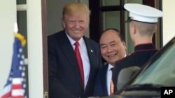 Tổng thống Trump và Thủ tướng Phúc tại Nhà Trắng hồi tháng Năm năm nay.