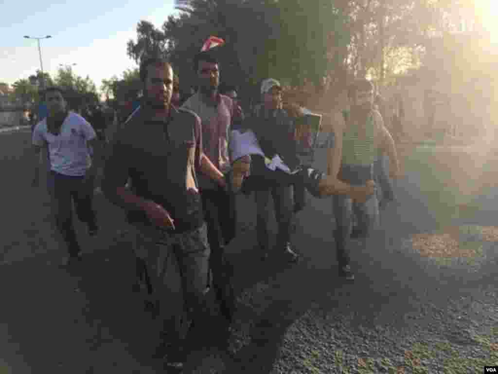 اطلاعات کے مطابق سکیورٹی فورسز کی فائرنگ کے نتیجے میں متعدد افراد زخمی ہوئے۔