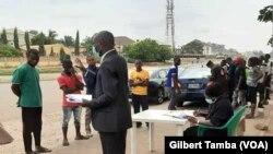 Un tribunal mobile mis en place pour faire respecter les mesures de sécurité, à Abuja le 5 août 2020. (VOA/Gilbert Tamba)