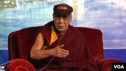 西藏流亡精神领袖达赖喇嘛(2013年5月资料照片)