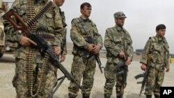 Binh sĩ Afghanistan tại Kabul, ngày 15/3/2012. Các giới chức Hoa Kỳ nói rằng từ năm 2007 tới nay có ít nhất 42 vụ tấn công của lính Afghanistan nhắm vào đồng đội của họ trong liên minh NATO