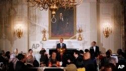 Rais Barack Obama na wageni katika futari ya pamoja iliyoandaliwa na White House