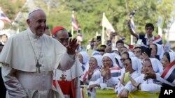 Paus Fransiskus mengunjungi Paroki Santo Petrus, Jumat, 22 November 2019, di luar Bangkok, Thailand. (Foto: AP / Gregorio Borgia)