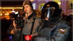 نیروهای وزارت کشور در سن پترزبورگ. ۶ دسامبر ۲۰۱۱