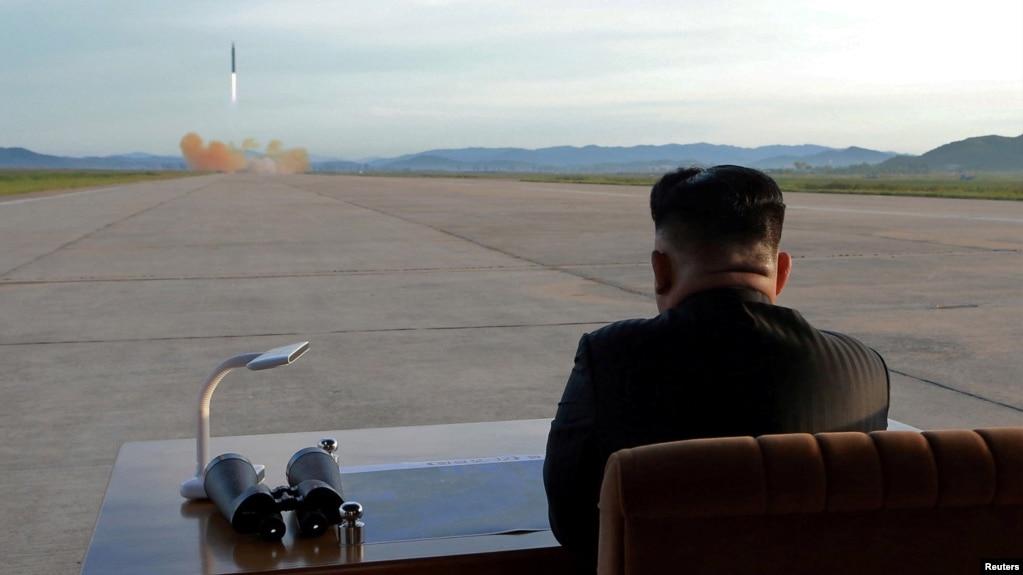 朝鮮領導人金正恩視察導彈發射