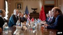美国贸易代表团与中国副总理刘鹤率领的中国贸易代表团在华盛顿特区举行中美贸易谈判。