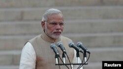 Thủ tướng Ấn Độ Narendra Modi hứa sẽ tạo điều kiện dễ dàng hơn cho các nhà đầu tư trong nước và nước ngoài, và đề xuất các chính sách thân thiện với kinh doanh