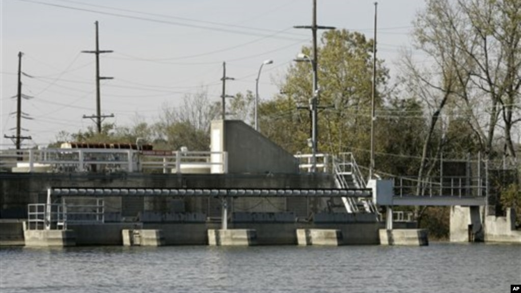 This hydro electric station owned and operated by the city of Hamilton, shown Thursday, Oct. 23, 2008, in Hamilton, Ohio, was originally built on the Great Miami River by Henry Ford to power a car factory. (AP Photo/Al Behrman)