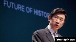 윤병세 한국 외교부 장관이 22일 아산정책연구원 주최로 열린 '아산플래넘'에서 기조연설을 하고 있다.