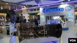 2013年8月莫斯科航展。烏克蘭西奇發動機公司展台。(美國之音白樺攝)