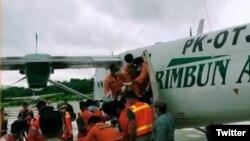 Tiga korban meninggal dunia jatuhnya pesawat PK OTW milik Rimbun Abadi Air tiba di Bandara Timika, Kamis (16/9/2021) pukul 08.30 WIT. Ketiga korban selanjutnya dievakuasi ke RSUD Mimika dari Bandara Sugapa menggunakan pesawat Rimbun Air PK-OTJ sekitar pu