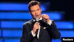 Ryan Seacrest conductor de American Idol producirá un programa musical para Telemundo. Se desconoce cuándo saldrá al aire.