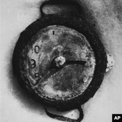 一枚手表的时间停在广岛原子弹爆炸的时刻,1945年8月6日早上 8:15分