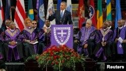 Президент США Барак Обама выступил на панихиде Клементы Пинкни в Чарльстоне. Южная Каролина. 26 июня 2015 г.