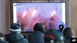 Korea Kaskazini ikirusha makombora ya masafa ya mbali Machi 9, 2020. (AP Photo/Ahn Young-joon)