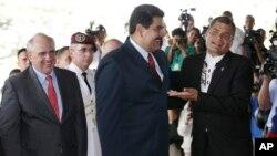 """Maduro pidió a Correa que fuera """"escudo protector de la paz y la democracia"""" en Venezuela."""