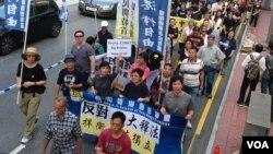 港人周日举行反释法大游行(美国之音海彦拍摄)
