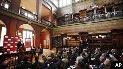美國國防部長蓋茨在布魯塞爾發表講話