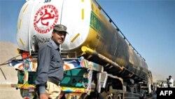 Xe chở dầu bị đốt cháy ở phía nam Quetta, thủ phủ tỉnh Baluchistan, Pakistan, 18/10/2010