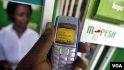 Salah satu cara untuk membantu warga miskin dunia menghemat uang adalah dengan mengembangkan sistem pengiriman uang lewat telepon genggam tanpa memerlukan rekening bank yang disebut M-Pesa.