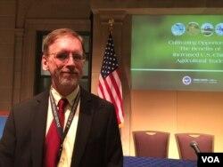 美国农业部高级经济学家盖尔博士(2016年11月21日,美国之音莉雅拍摄)