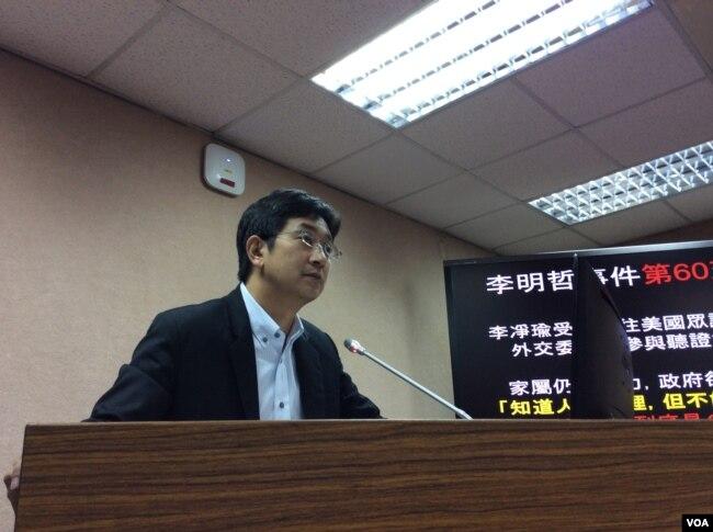 民进党立委蔡适应,2017年5月17日在立法院质询(美国之音记者申华 拍摄)