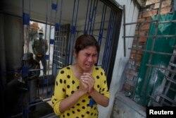 Theo HRW, trong vô số các vấn đề mà công nhân dệt may ở Campuchia phải đối mặt, có việc buộc phải làm thêm giờ, phân biệt đối xử với phụ nữ mang thai.