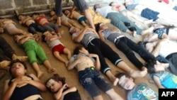 اجساد کودکان و جوانان سوری که مخالفین میگویند در حمله گاز های زهر آگین کشته شده اند