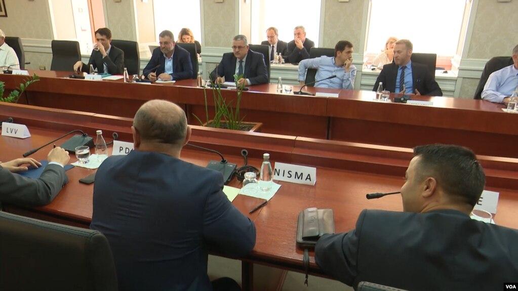 Kosovë, vështirësitë e gjetjes së një konsensusi përballë Serbisë