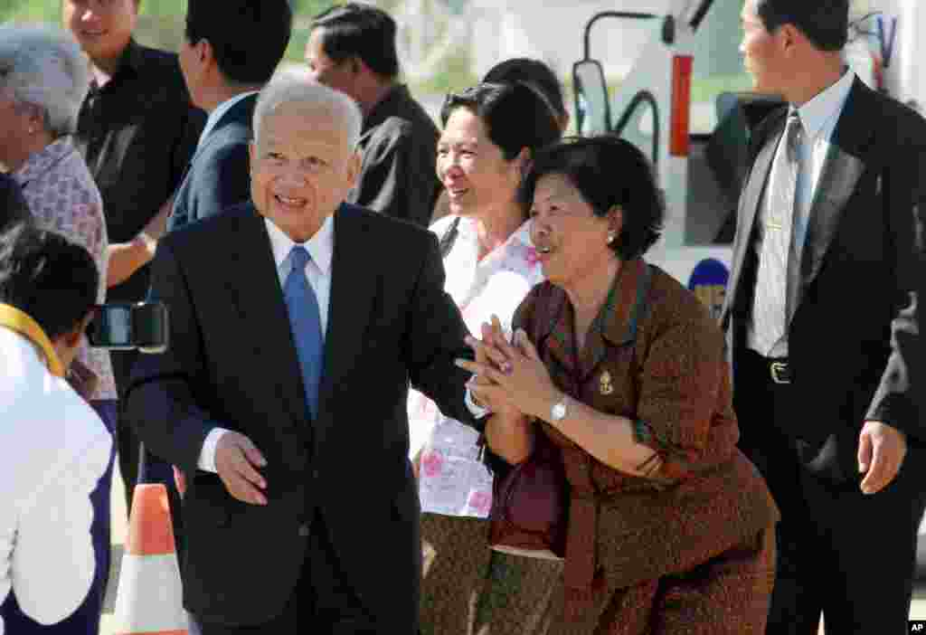 Former Cambodian king, Norodom Sihanouk, center left, greets well-wishers before his departure for China from Phnom Penh International Airport, Cambodia, in this September 2, 2006 file photo.