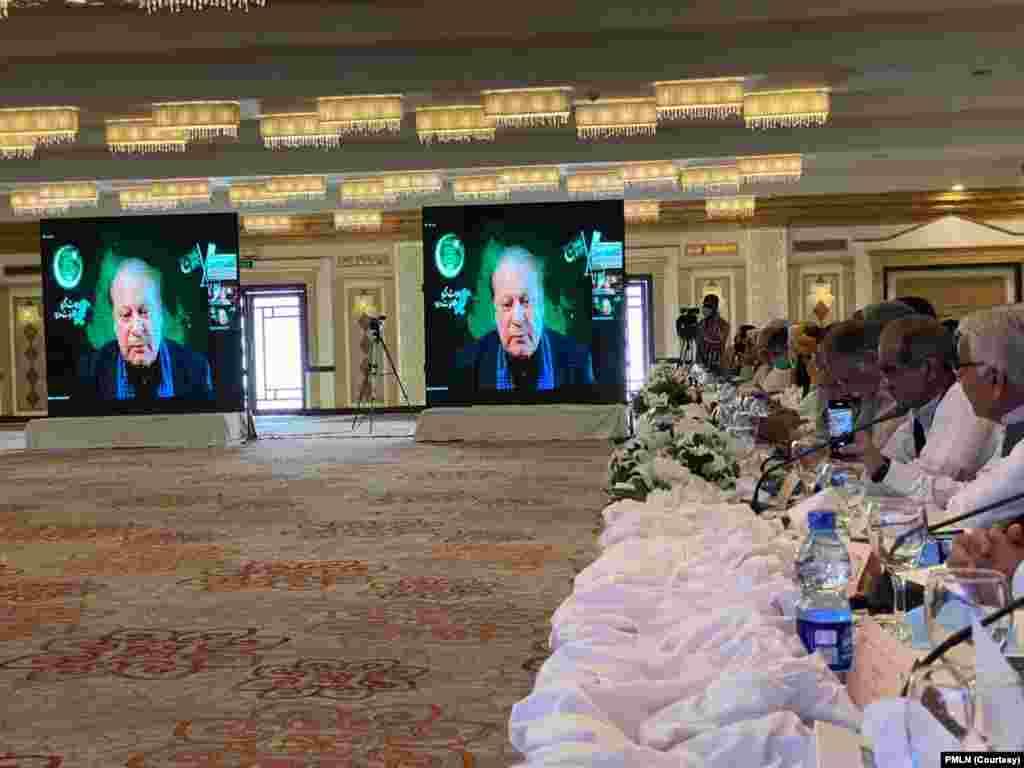نواز شریف نے اپنے خطاب میں کہا کہ ملک میں حقیقی جمہوریت بحال نہ کی گئی تو ناقابل تلافی نقصان پہنچے گا۔