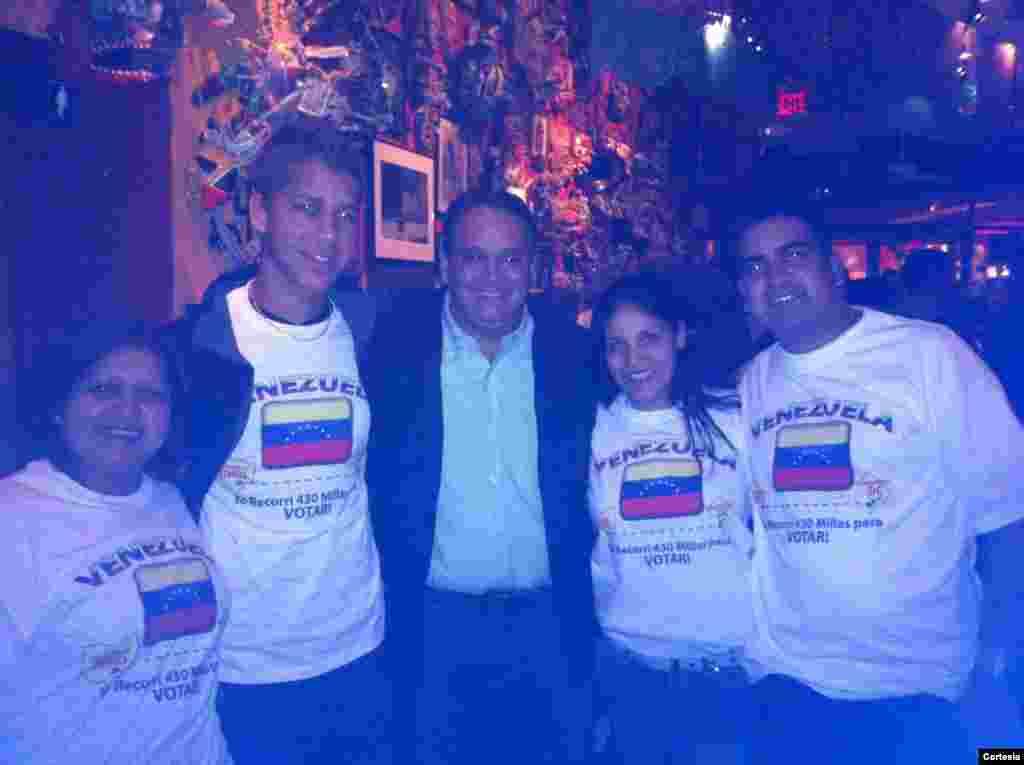Un grupo de venezolanos llegaron desde Ohio para elegir al nuevo presidente de Venezuela. [Foto: Leopoldo Martínez Nucete, cortesía]