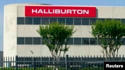 Halliburton, con sede en Houston, Texas, dijo que los bajos precios del crudo han obligado a una nueva reducción de su personal.