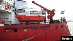 На фото: танкер «Captain Khayyam на базі ВМС у Триполі