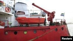 Captain Khayyam, kapal tanker berbendera Sierra Leone, terlihat di Pangkalan Laut Tripoli setelah penjaga pantai Libya menangkapnya, 13 Februari 2016.