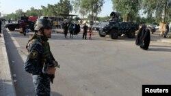 Pripadnik iračkih bezbednosnih snaga na straži u bagdadskoj četvrti Kadimija