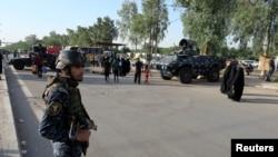 伊拉克保安部队士兵在巴格达市区站岗(2016年5月2日)