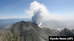 日本中部御岳火山爆發