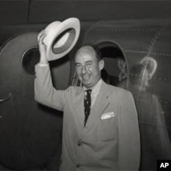 民主党的总统候选人史蒂文森在1952年民主党的全国代表大会上