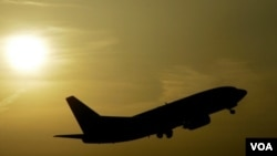 Boeing había prometido entregar el avión para 2008, pero problemas de diseño y producción causaron una serie de retrasos.