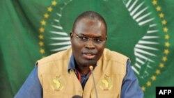 Le maire de Dakar, Khalifa Sall, parle lors d'une conférence de presse le 1mars 2011 à Dakar.