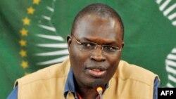 Le maire de Dakar, Khalifa Sall, parle lors d'une conférence de presse à Dakar, le 1er mars 2011.