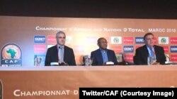 Ahmad, président de la CAF, au centre, lors d'une conférence de presse sur le CHAN 2018, Maroc, 12 janvier 2018. (Tiwtter/CAF)