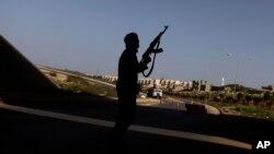 Point de contrôle à la périphérie de Benghazi en Libye (Photo AP/Altaf Qadri)
